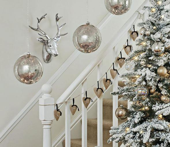 Christmas stairs decoration 3