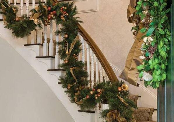 Christmas stairs decoration 1