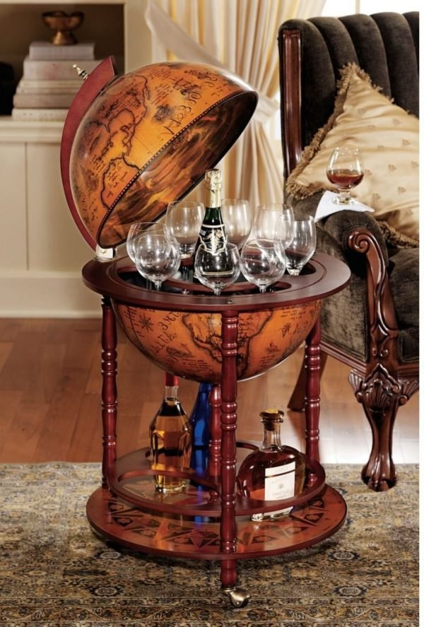 unique-portable-mini-bar-idea-with-globe-design
