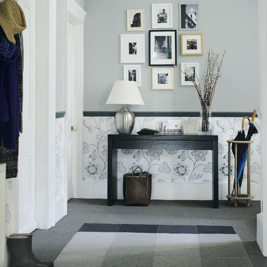 black-and-white-hallway table