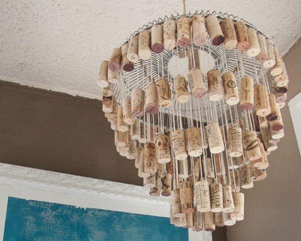 wine-cork-chandelier