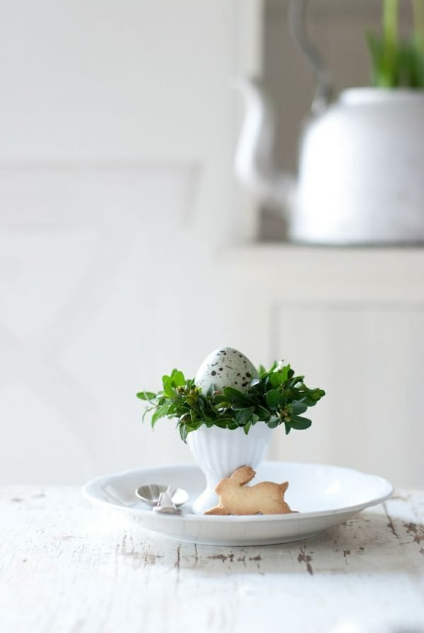 45-cool-natural-easter-in-scandinavian-style-ideas-with-small-jar-and-plate-and-easter-egg-decor-12