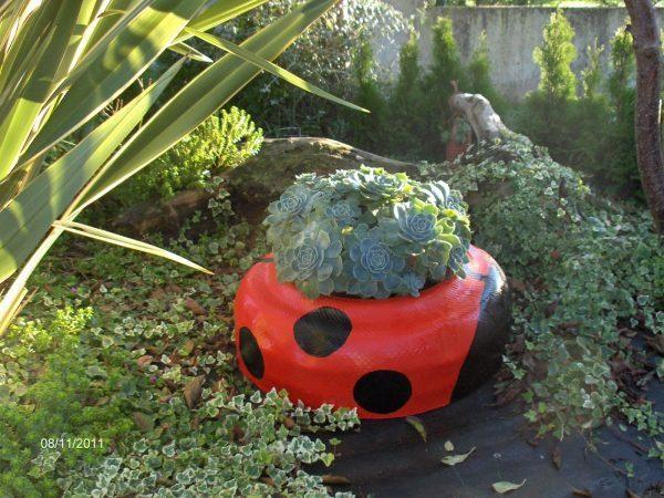 recycled tire planters 1