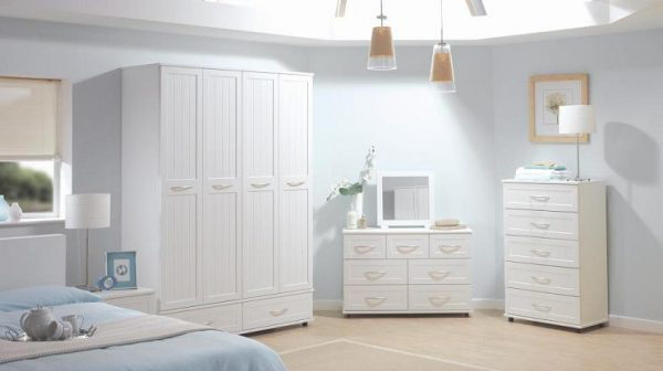 Calm-And-Homy-Bedroom-Decoration-With-White-Furniture-Design-And-Big-White-Drawer-Small-Dressing-Cabinet3