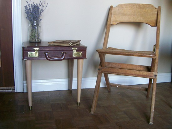 suitcase table1
