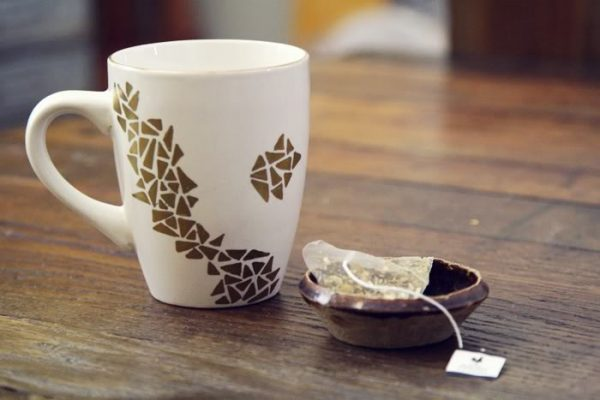 painting on mugs