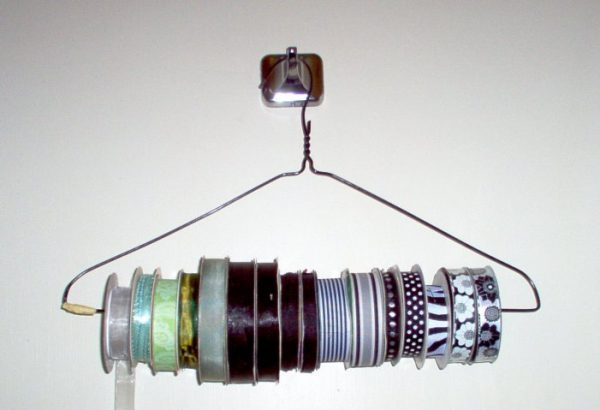 wire-hanger-ribbon-organizers-by-eclipse-etc