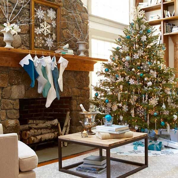 23 Creative Christmas Tree Decorating Ideas