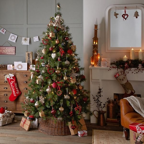 traditional christmas tree decorations