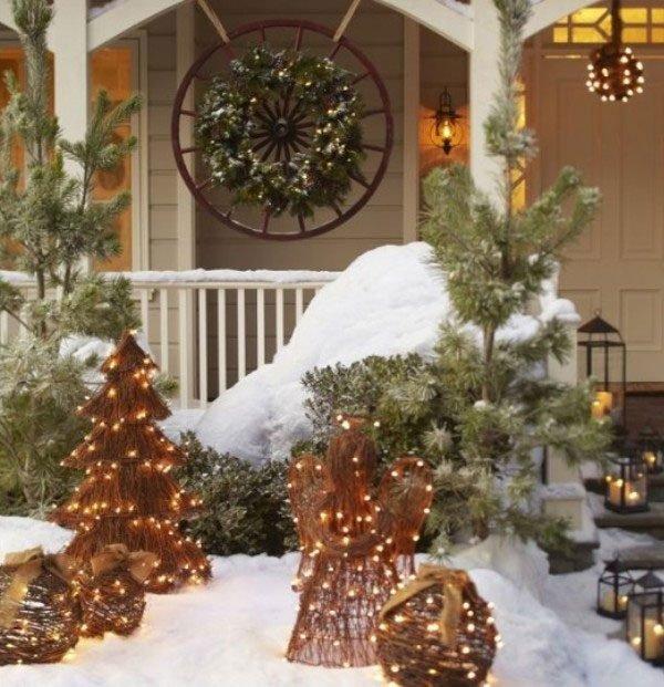 25 Unique Large Outdoor Christmas Decorations Ideas On: Outdoor Christmas Decorating Ideas