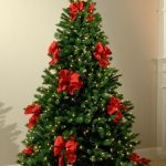 23 Creative Christmas tree decorating ideas