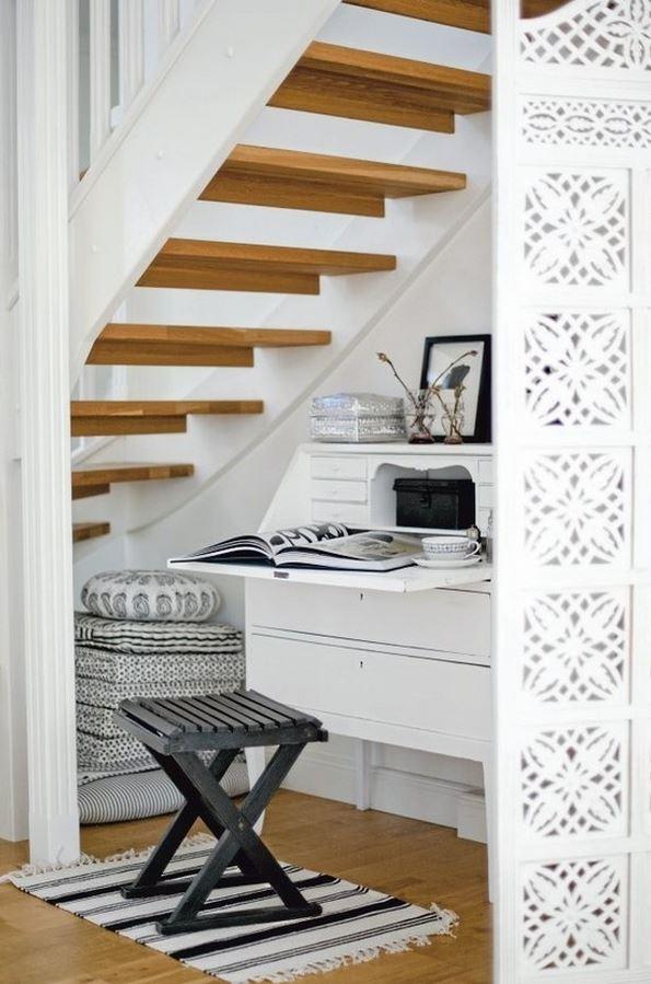 under stairs closet 4