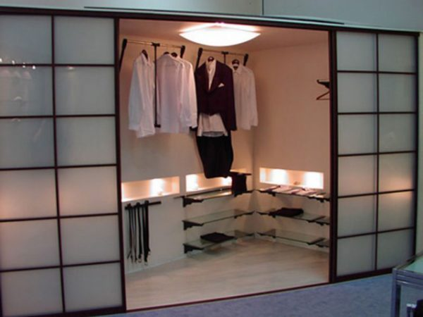 small dressing room designs