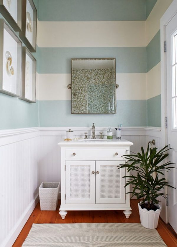 small vintage bathroom