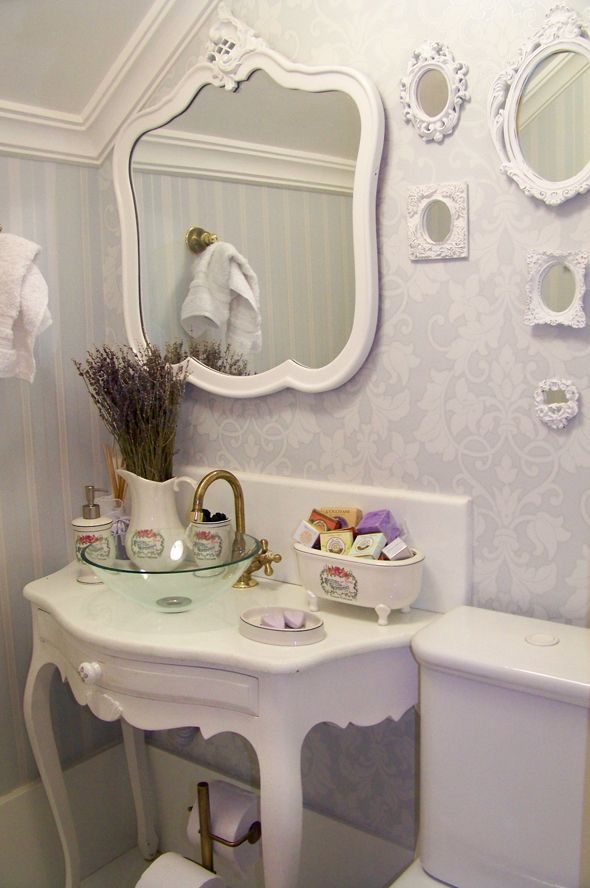 26 Vintage bathroom furniture