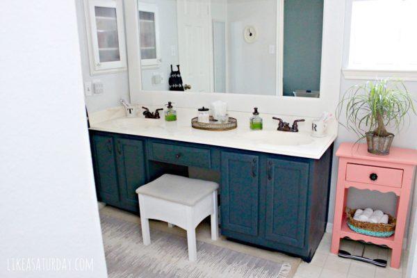 vintage looking bathroom vanities