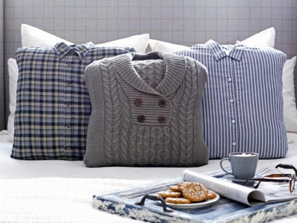 Original_Brian-Patrick-Flynn-Winter-Bedroom-Sweater-Pillows-Detail_s4x3.jpg.rend_.hgtvcom.1280.960