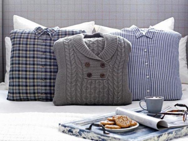 Original_Brian-Patrick-Flynn-Winter-Bedroom-Sweater-Pillows-Detail_s4x3.jpg.rend_.hgtvcom.1280.960
