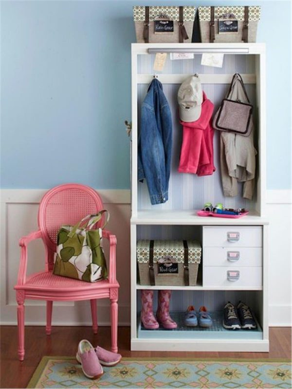 how to decorate a hallway