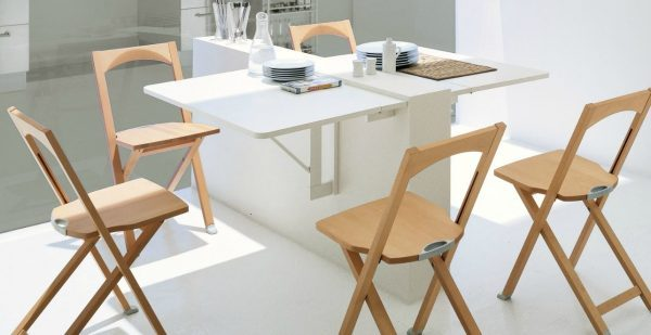 Folding dining tables