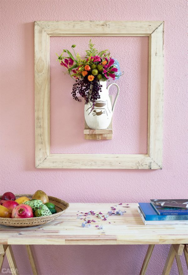 Picture frame as decoration for wall shelves