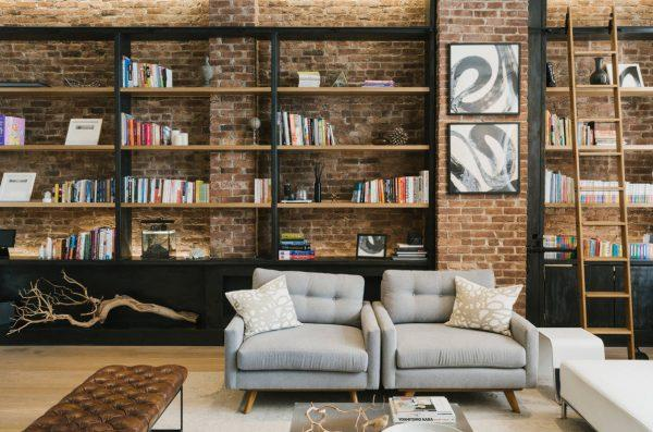 How to decorate a brick wall in the living room