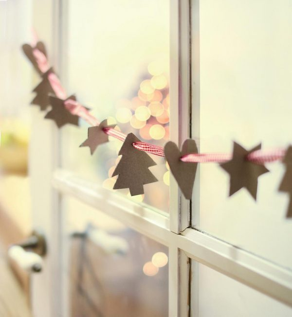 christmas-window-paper-decorations