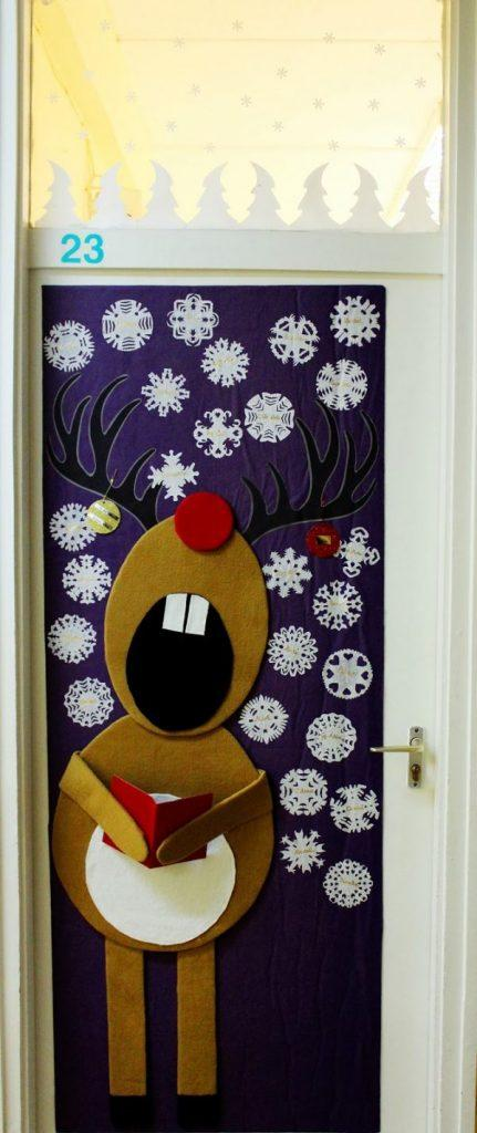 Cool christmas door decorations little piece of me for Door xmas decoration ideas