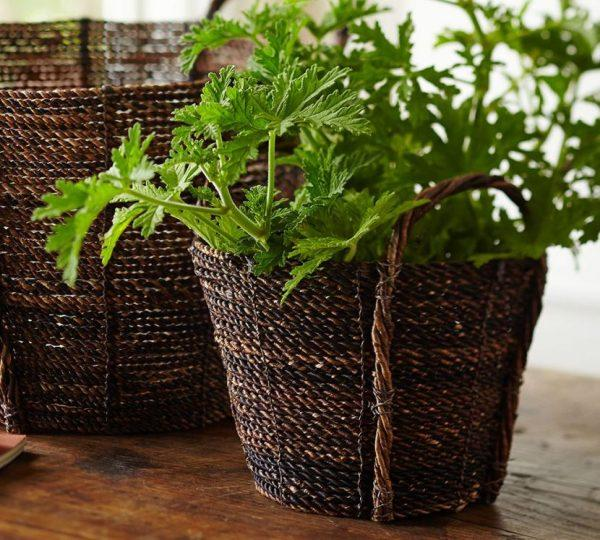how to use baskets to decorate