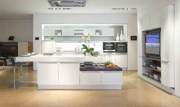 elegant white kitchens