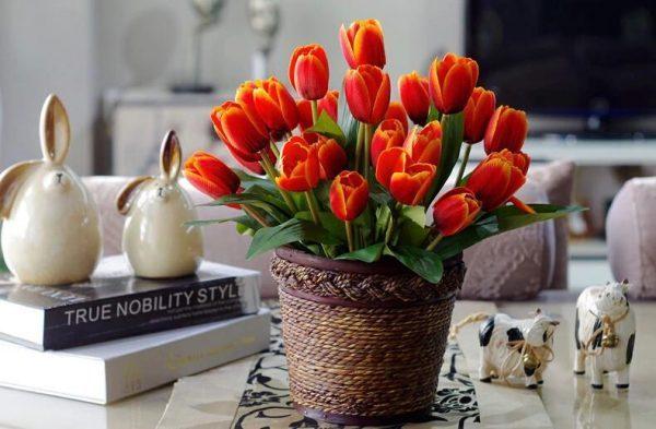 tulip table decorations