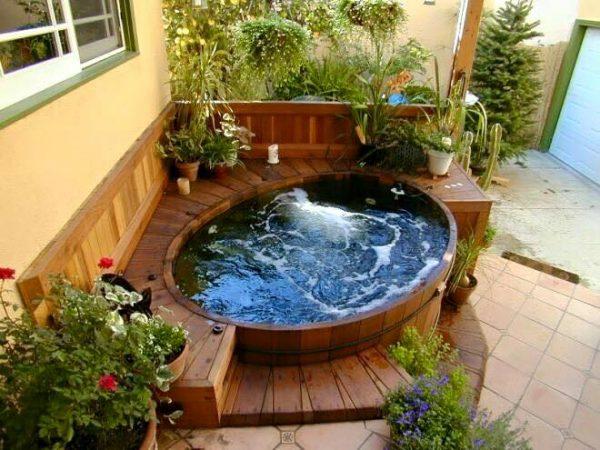 Garden hot tubs