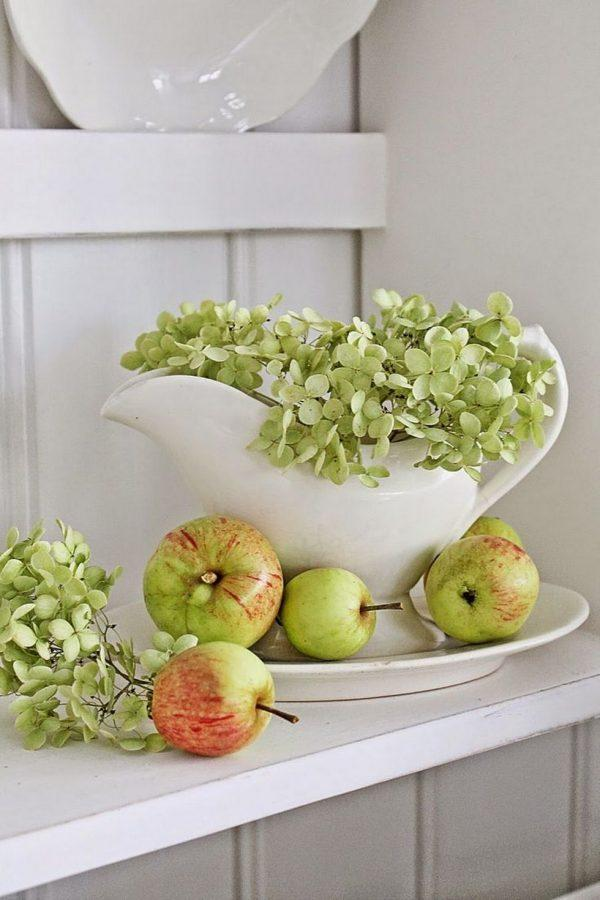 Bring autumn decor to your home apple fall decor for Apple home decoration