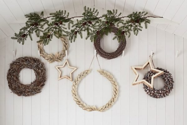 christmas wreaths and garland decorations