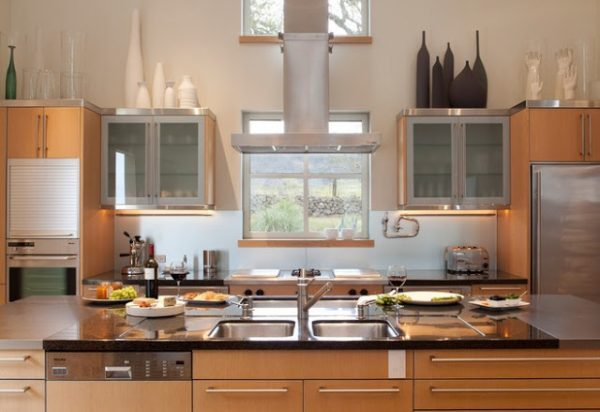 vases above kitchen cabinets