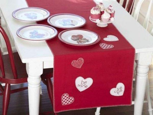 valentine table runner