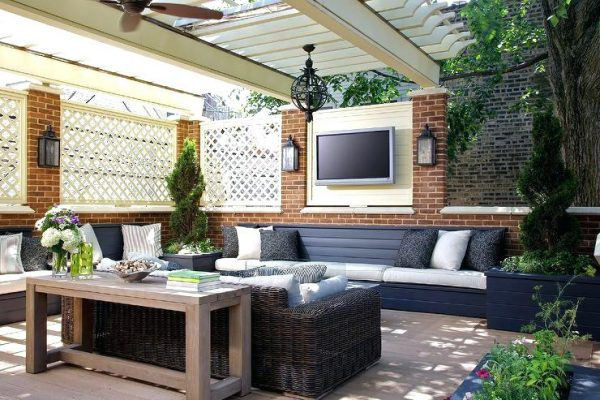 outdoor tv room