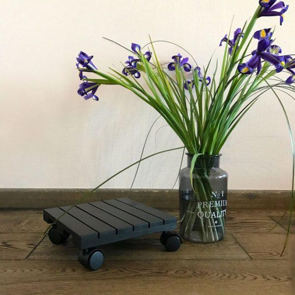 diy plant stand with wheels