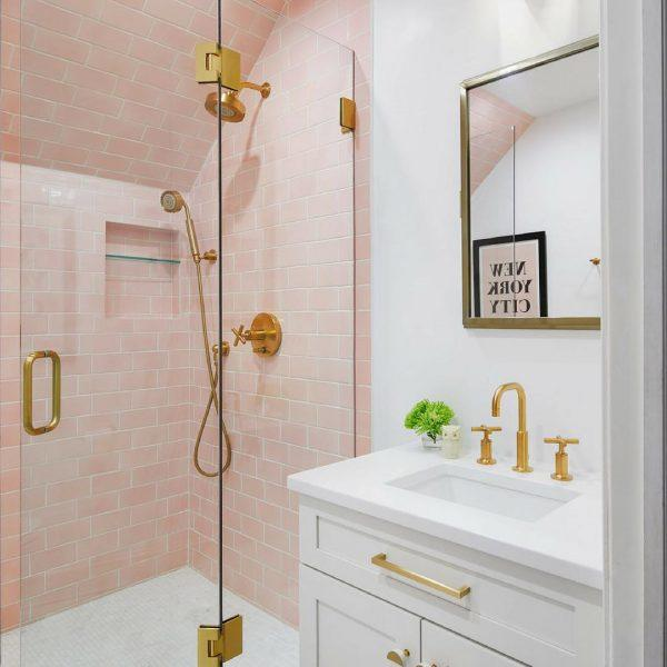decorating ideas for small bathroom walls