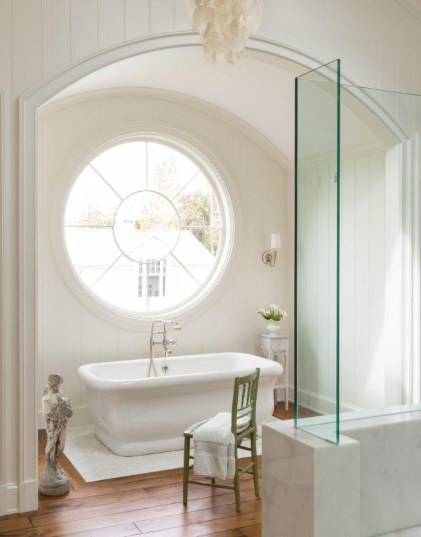 round window bathroom
