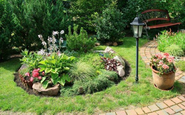 small flower bed ideas front of house